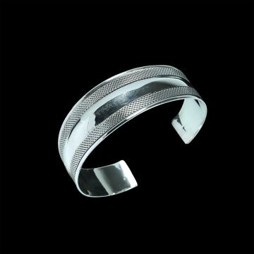 Plain Designer Bangle (24.3 Grm)