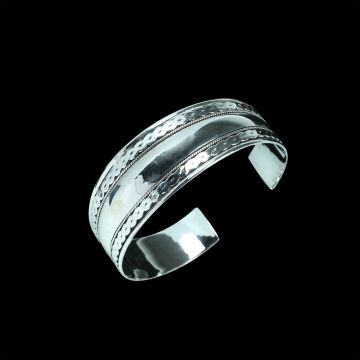 Plain Designer Bangle (24.2 Grm)